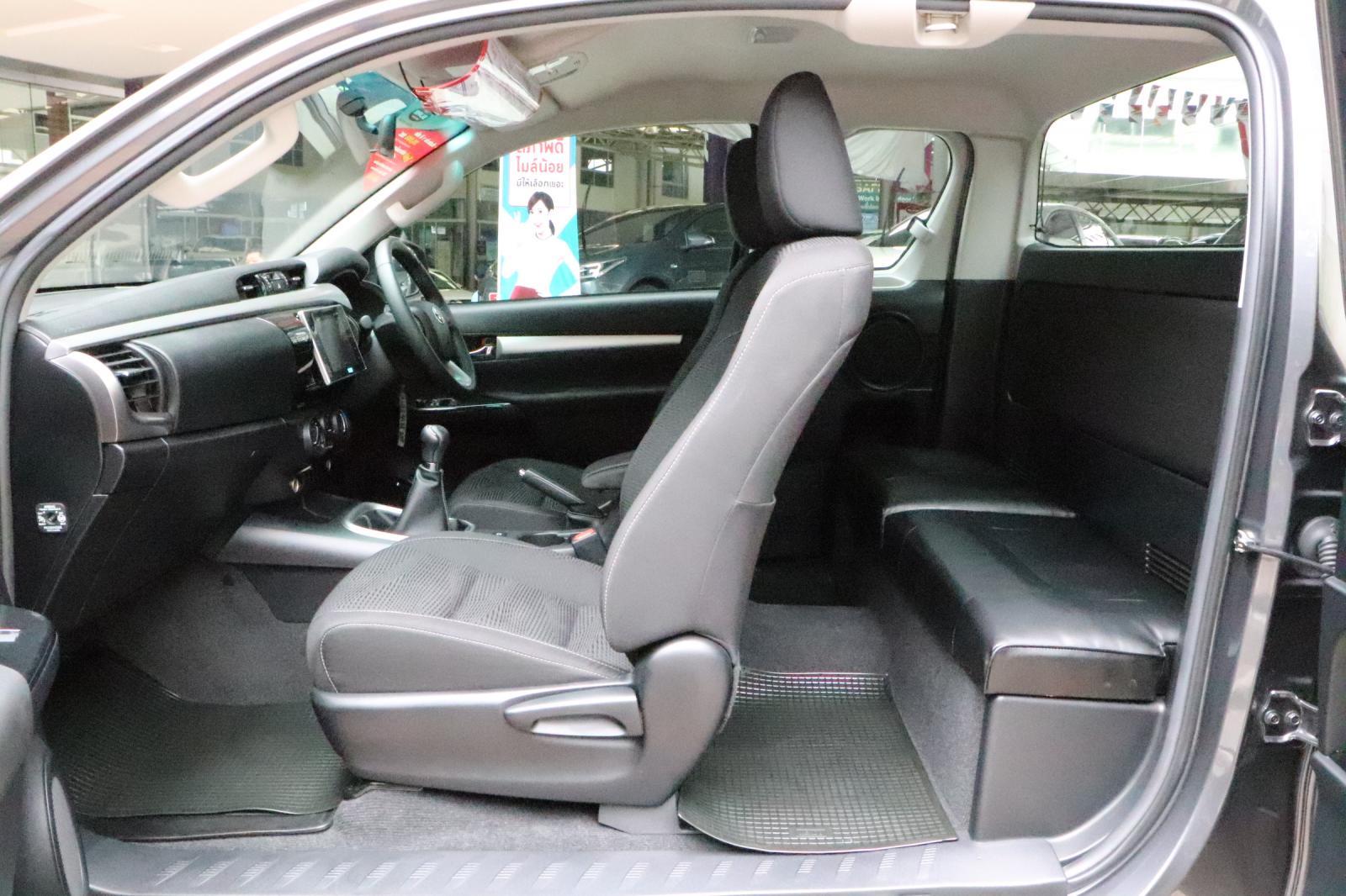 Toyota Hilux Revo 2.4E Prerunner ปี2017 รถกระบะ