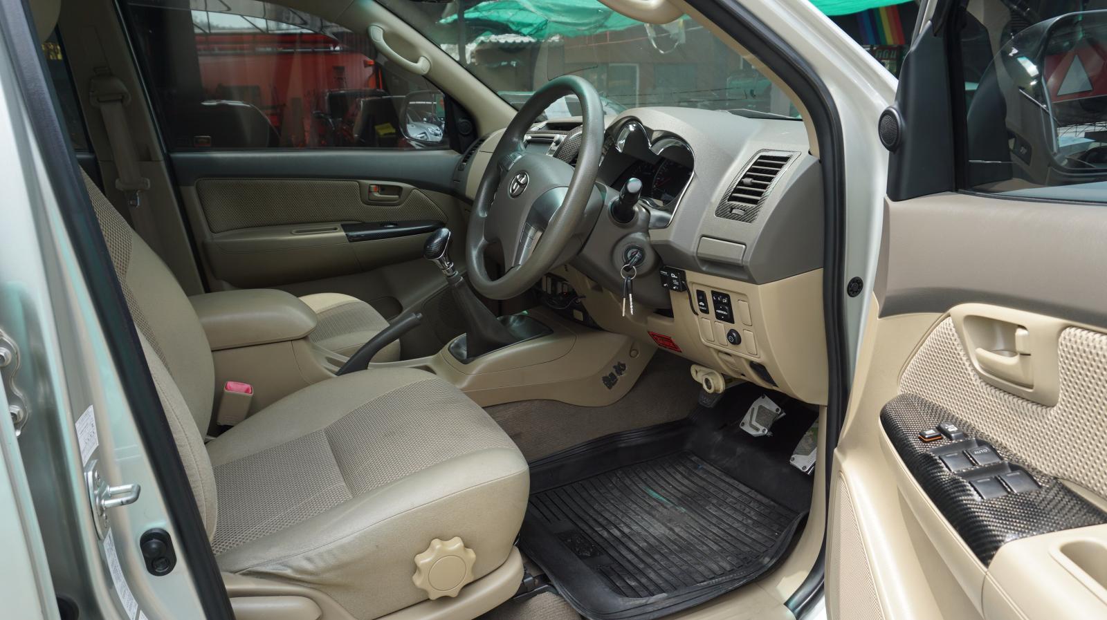 ซื้อขายรถมือสอง 2013 Toyota Hilux Vigo 2.5 E Prerunner VN Turbo Double Cab Pickup MT